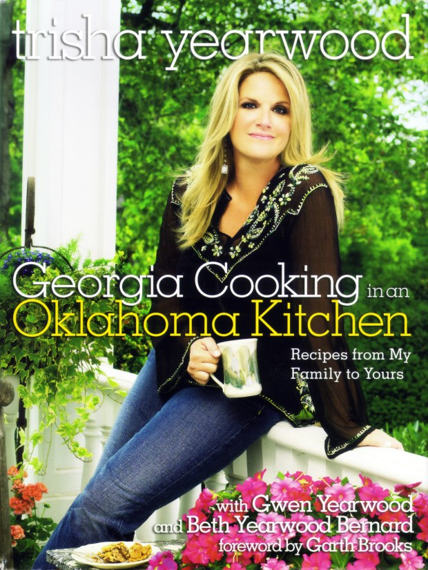 Trisha Yearwood Georgia Cooking in an Oklahoma Kitchen Recipes from My Family to Yours cookbook cover