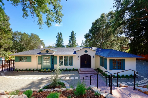 This new construction home sits on a tranquil half acre in Orinda's exclusive Country Club neighborhood and is walking distance to Lake Cascade and the country club.