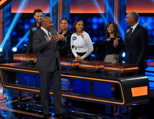 "CELEBRITY FAMILY FEUD - ""Steph Curry vs. Chris Paul and Laurie Hernandez vs. Shawn Johnson East"" - The celebrity teams competing to win cash for their charities feature NBA All-Star Chris Paul and NBA Champion Steph Curry. In a separate game, family members headed up by Olympic gymnasts Laurie Hernandez and Shawn Johnson East will compete on an all-new episode, SUNDAY, JUNE 24 (8:00-9:00 p.m. EDT), on The ABC Television Network. (ABC/Byron Cohen)STEPHEN CURRY, STEVE HARVEY, AYESHA CURRY, SYDEL CURRY, SONYA CURRY, WARDELL CURRY"