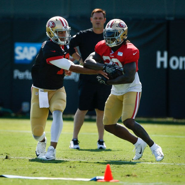quality design e7002 69910 49ers put Jerick McKinnon on injured reserve with ACL tear