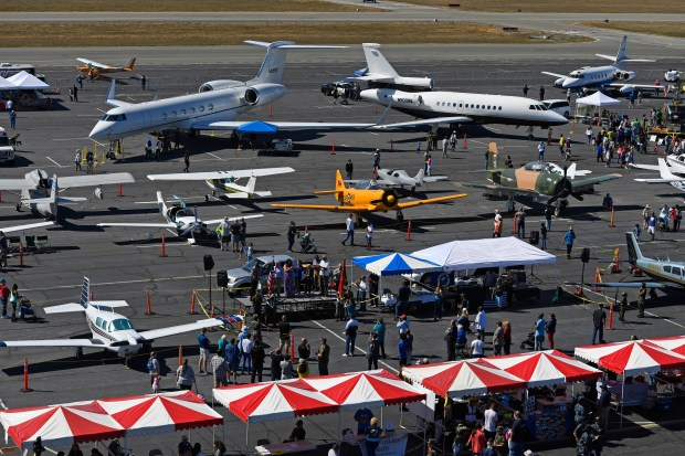Hayward S Vintage Plane Car Show Delights Young And Old Alike
