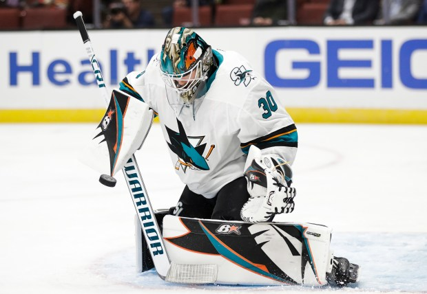 Sharks' goalies weigh in on controversy over new equipment