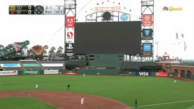 Live reaction to the Giants' (hopefully) once-in-a-lifetime 2020 home opener 8