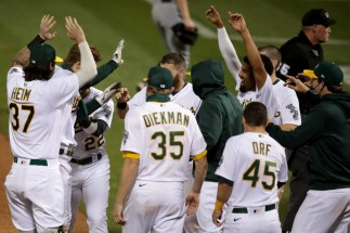 Oakland A's face Seattle Mariners, can clinch No. 2 seed