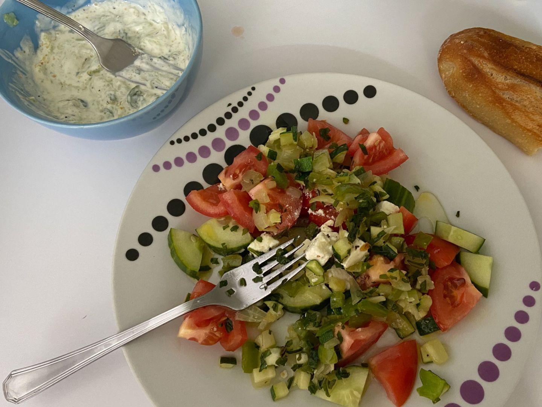 Recept: Griekse salade met tzatziki