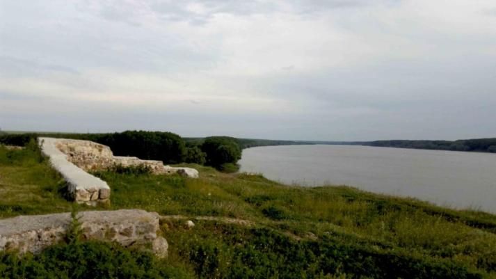 O parte din zidurile Cetatii Capidava.