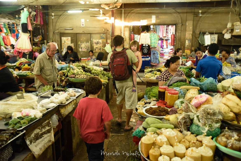 market at siem reap
