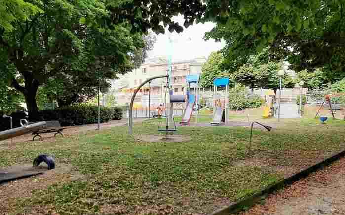 Taglio dell'erba parco giochi di Corridonia