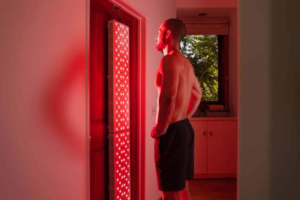 Meridians & Marathons offers light therapy with a Joov