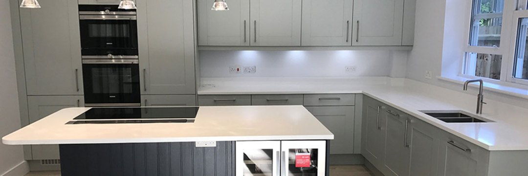 Broadoak Partridge Grey and a contrasting Broadoak Charcoal painted kitchen doors in this contemporary kitchen in the affluent area of Penn Hill, Poole in Dorset.