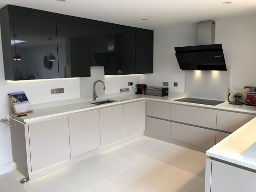 Second Nature Porter True Handleless Kitchen in Wareham