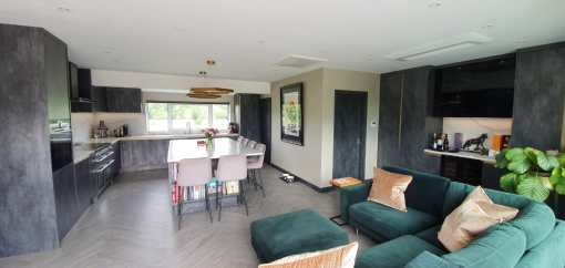 Designer Kitchen & Pantry with shine in Ringwood