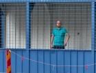 Turkost bakom blått galler