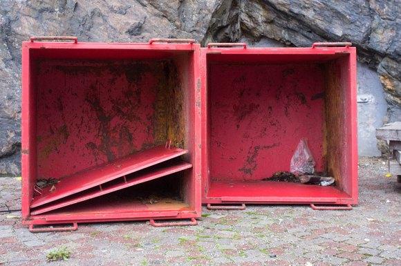 Röda lådor