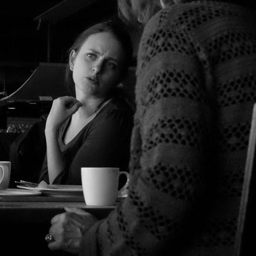 porträtt med kaffekopp (1 av 1)