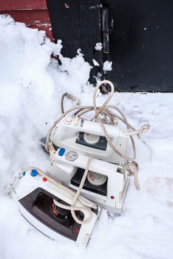 tre-strykjärn-i-snön-(1-av-1)