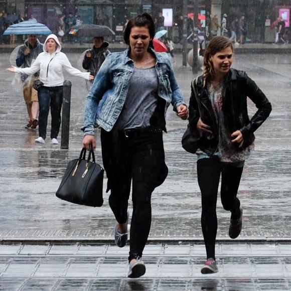 Vaddå,-det-är-ju-bara-lite-regn-(1-av-1)