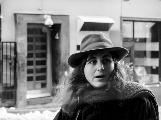 ung-kvinna-i-hatt