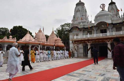 Prime Minister also visited Gorakhnath Peeth Temple in the city.