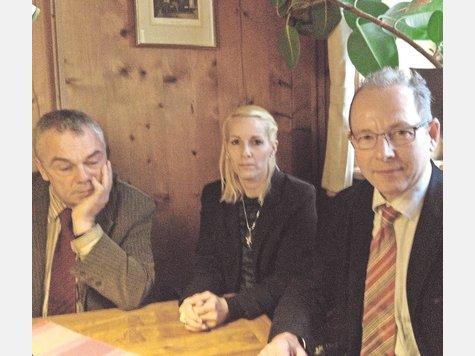 Sorgen um das Mädchen machen sich (v.l.) Jürgen Karres, Christina Gleich und Florian Schäfer. F: ml