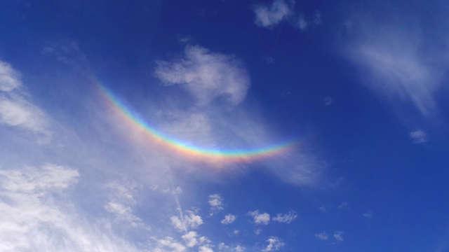 Leserfoto des Tages Ein Regenbogen am strahlend blauen