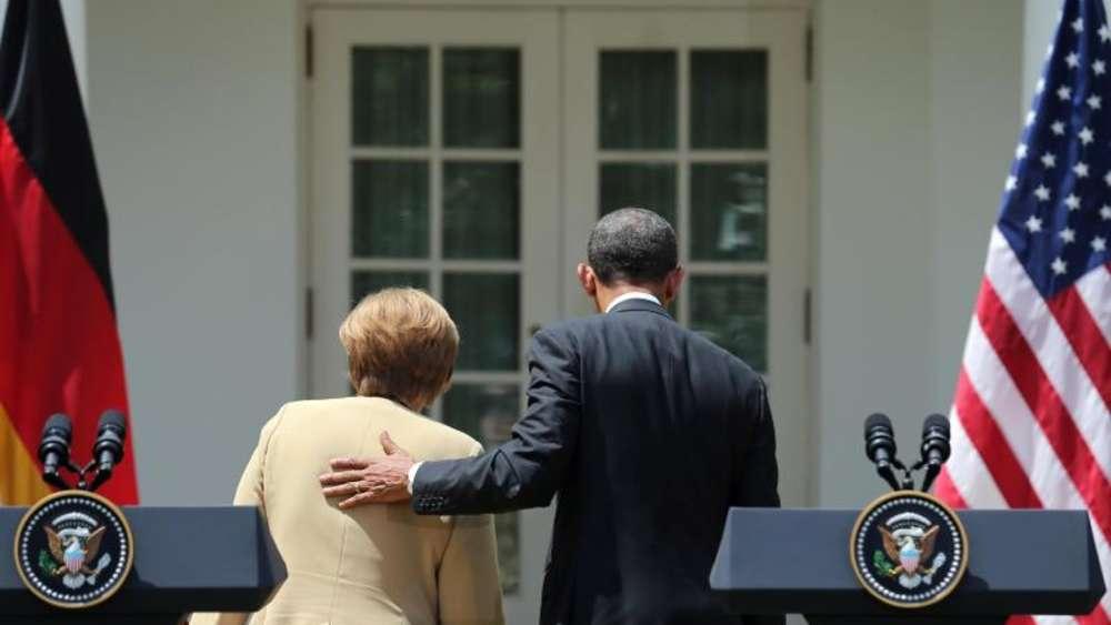 US-Präsident Obama und Bundeskanzlerin Merkel verlassen eine Pressekonferenz im Rosengarten des Weißen Hauses in Washington. Foto: Kay Nietfeld/Archiv