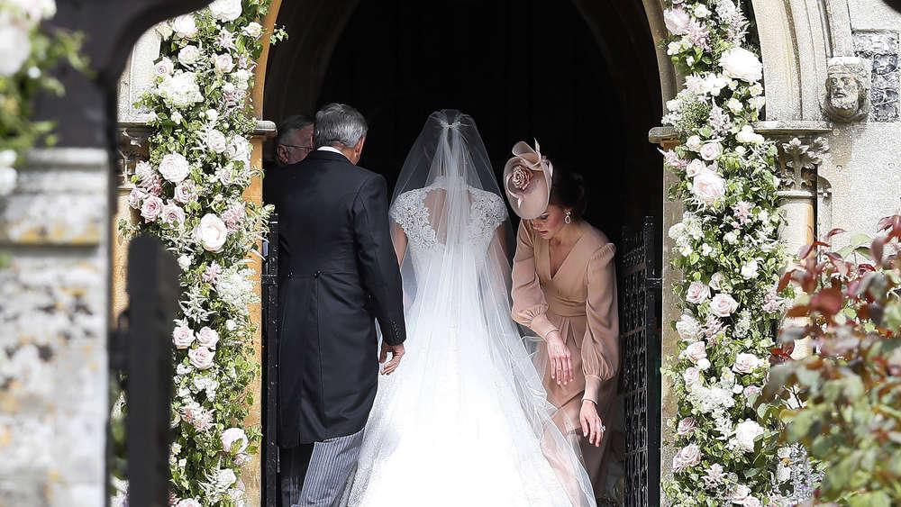 LiveTicker Hochzeit von Pippa Middleton  Fotos der Braut und von Kate  Boulevard