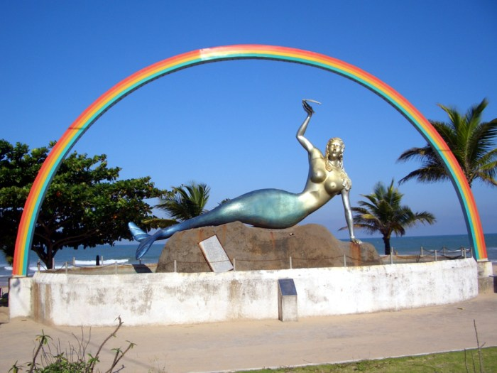 Mermaid Monument - Mermaid Beach. Photo by Walter Rozindo Jr.
