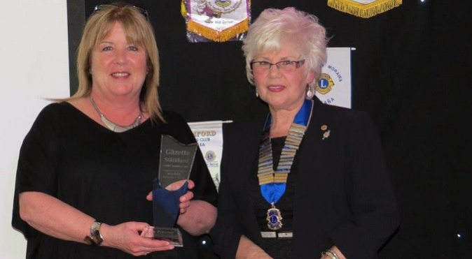 Kim Proctor of The Blackwater Pearl receiving her 'Community Hero Award' from Lion President Christine Chamberlain.