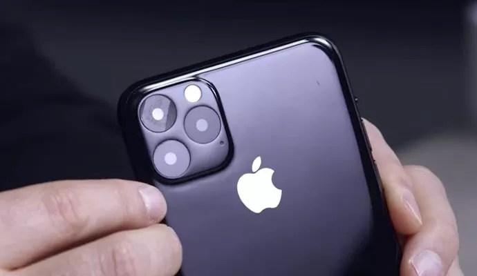 iPhone 11 背面トリプルレンズ