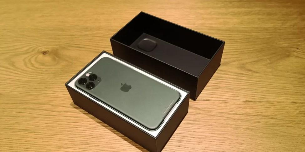 iPhone 11 Proの中箱は白い