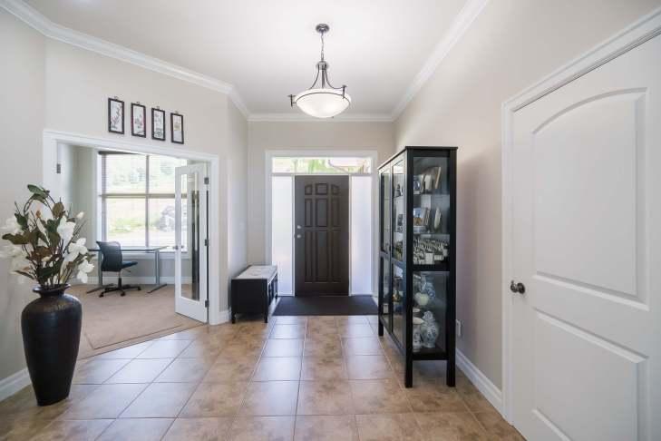 Foyer front entrance on main level - 185 - 51075 Falls Court, Chilliwack