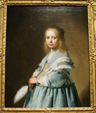 Muchacha vestida de azul