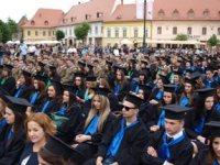 """Peste 2.000 de studenți au sărbătorit absolvirea  Universității """"Lucian Blaga"""" din Sibiu"""