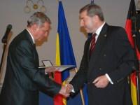 Paul Jurgen Porr a primit distincția din partea ambasadorului RFG în România, Werner Hans Lauk