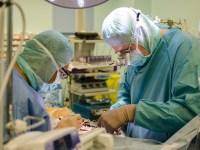 Şase copii cu malformaţii cardiace, operați gratuit la Sibiu de o echipă medicală internațională