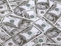 Dolarul și francul au revenit peste pragul de 4 lei