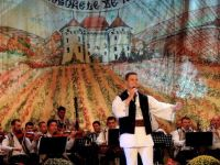 """Radu Goţa pe scena Festivalului Național de Folclor """"Strugurele de Aur"""""""
