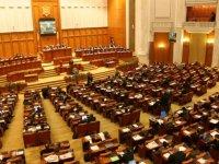 Parlamentul a adoptat plafonarea pensiilor speciale pe care le primesc deputaţii şi senatorii