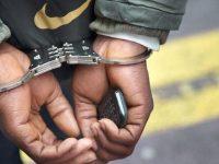 Curier cu mână lungă, arestat de polițiștii sibieni