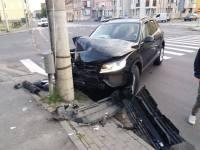 Cu MAȘINA FURATĂ, un tânăr fără permis a provocat un accident în centrul Sibiului!