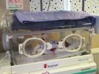 Salvaţi Copiii România a donat un incubator de 15.000 euro Maternității din Sibiu