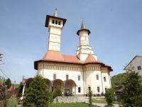 Slujbă de pomenire pentru Stela Popescu, la Slimnic, unde artista a locuit în copilărie