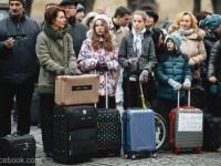 Protest cu genți de voiaj în fața sediului PSD Sibiu