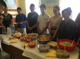 """Fructele, legumele, lactatele și mierea au fost """"materiile"""" predate în 44 de școli din județul Sibiu"""