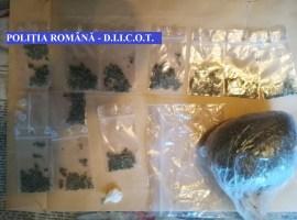 Percheziții la persoane bănuite de trafic de droguri