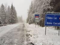 Zăpadă pe Transfăgărășan. Se circulă în condiţii de iarnă