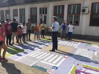 Educație rutieră cu tinerii și copiii aflați în tabăra de la Ocna Sibiului
