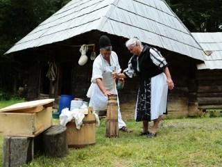 Ciobanii dau lecții de gastronomie