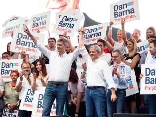 Tandemul Barna-Cioloș se lansează la Sibiu